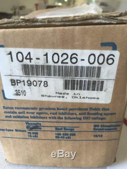 EATON CHAR-LYNN 104-1026-006 / EATON 104-1026 MOTOR NEW IN BOX! (B40)