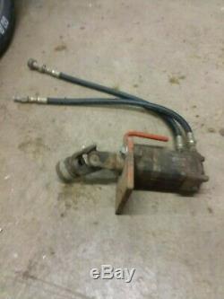 Eaton 104-1014-006 Char-Lynn Hydraulic Motor PTO driven with hydraulic hoses