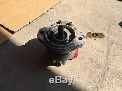 Eaton Vickers 26008-Rze Gear Pump, Displace 1.37, Gpm 16.4, Right